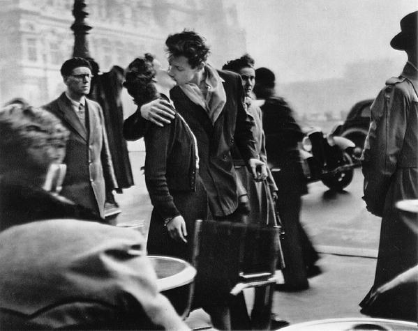 Robert Doisneau : The Kiss